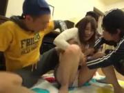 jeune japonaise pelotee et baisee par jeunes