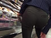 Sexy Asian Ass Hottie Bends Over in Slacks