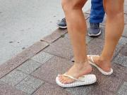 candid teen sexy legs feets toes in flipflops