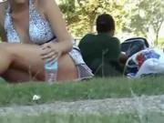 Upskirt no panties in the park Xaninha no parque