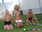 Initiation tennis partouze en public