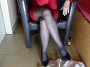 AWESOME LEGS IN PANTYHOSE - DOMINA MASTURBATING COMESHOT