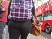 Amazing ass walking through Wesminster, London.