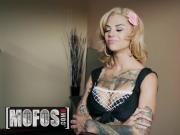 Bonnie Rotten - Bonnie Bonds With Her Neighbor - MOFOS