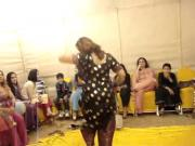 hot paki aunty dance at wedding..
