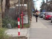 Rotehaarige in Halterlose auf Muenchens Strassen