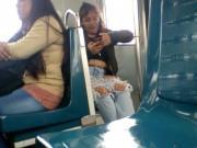 Joven muestra en el metro