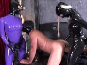 2 Ladys benutzen Sklaven