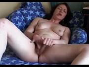 Hairy mom jills to intense orgasm