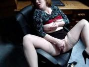 Milf rubbing one out