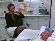 Doktor macht mit Patientin nen Faustfick!