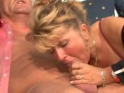 mature mom sc75
