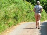 Flashing arse in country lane