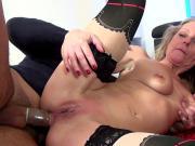 Milf cocue se venge en faisant enculer dans un porno