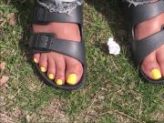Trisha Yellow Toes