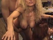 Amateur MILFs loving public sex