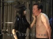 Mistress lets put slave in prison, to lick pussy
