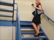 she lost her heels in escaliers comme toujours