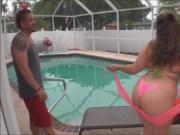 BBW culona se folla al vecino en la piscina