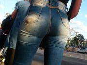 moreninha rabuda de jeans