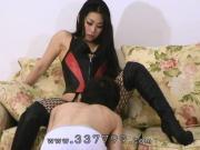A slave serve the cunnilingus to a Japanese femdom.