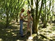 Meine Sklavin Outdoor im Wald