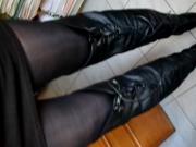 je marche en robe noire, Dim Up opaque, cuissardes