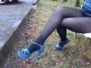 Hot russian MILF lose her skirt outdoor no skirt, nylon