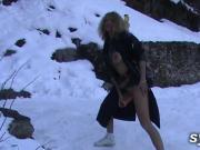 MILF EXHIB: Gode dans la neige et trio en bord de route