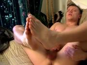 Cute twink jerks off while taking care of his sexy feet