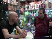 Stephane baise prisca starlette porno dans un sex-shop