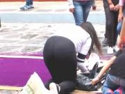 nena in black leggins agachadita