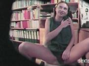 Kleine stinkende Teenie Fotze heimlich gefilmt!