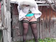BBW pissing in outdoors