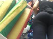 Seguranca da loja gostosa legging 1