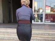 Oh boy!!! Amazing mother ass and legs ! Wowww!