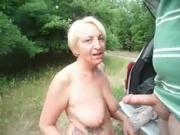 kort clipje van een zuigende oma