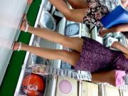 bajo falda mujeres hermosas de compras