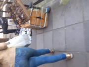 Novinha gostosa de jeans
