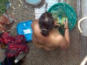 Desi Bhabhi nude Bathing MMS