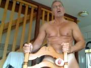 maduro cachondo se folla en una silla