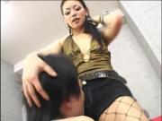 sexy japonesa le baila y se sienta en su cara vid3