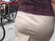 Big booty redbone milf in tight skirt 1