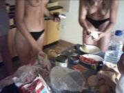 Nederlandse tieners topless op vakantie in Kroatie