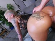 Tattooed fat booty MILF Bella Bellz sucked and does anal