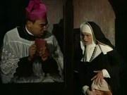 monja le dice al padre que se la despache