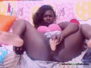 ebony plays with big didlo