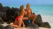 2 babes on the beach get jiggy