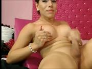 She-babe ejaculates on her own face