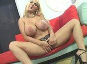 hot cougar Holly